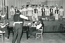 ROK 1983. Vystoupení Radovánku při VIII. setkání důchodců v Napajedlích.