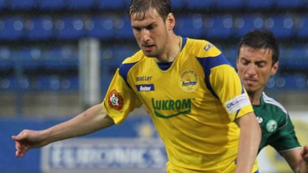 Tomáš Poznar ve žlutém.