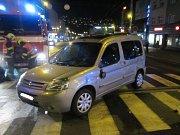 Havarovaná vozidla blokovala hlavní křižovatku v centru Zlína