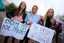 Středoškolská stávka za klima na náměstí Míru ve Zlíně.