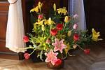 """Výstava """"Zámek v tulipánech"""".  Vazby s tulipány v interiéru Vizovického zámku."""