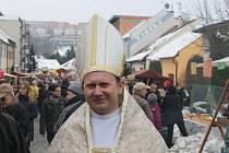 Pochovávání basy se tentokrát ujali nově zvolený papež na Kudlově a opat z Cigánova.