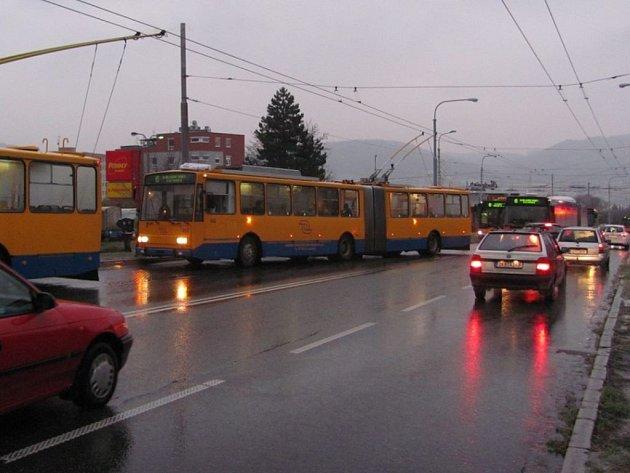 Mrznoucí déšť komplikoval dopravu ve Zlíně v pondělí 1. prosince.