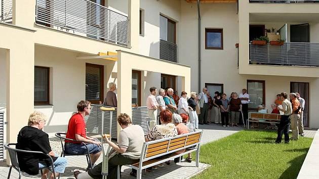 Obyvatelé nového domu s pečovatelskou službou ve Zlíně - Malenovicích diskutovali s pracovníky magistrátu