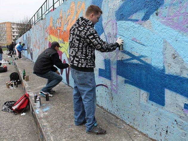 Předvést své umění mohli legálně graffiťáci ze Zlína i celé Moravy v sobotu 7. dubna u 16. Základní školy na zlínském sídlišti Jižní Svahy. Podle odhadů ogranizátorů se tu sešlo zhruba kolem čtyřiceti příznivců tohoto sprejerského umění.