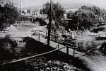 Starý hřbitov ve Zlíně.Lávka přes Kudlovský potok a cesta ke hřbitovu foto J. Vaňhara 1929