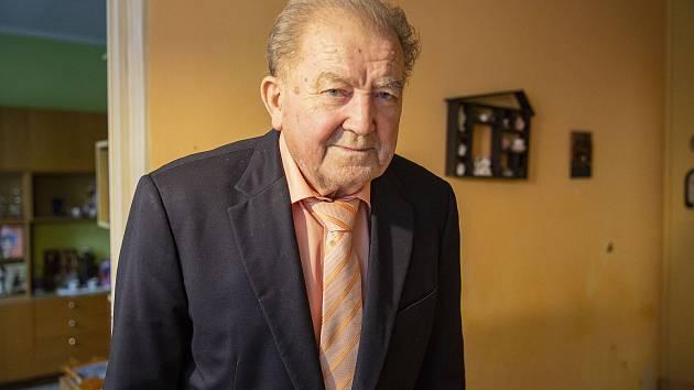 Jaroslav Baný se k meteorologii dostal na vojně. Velitel ho vybral do školy pro letecké meteorology.
