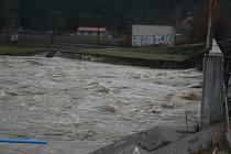 Po četných srážkách a tání hladina řeky Morava i v Otrokovicích 7. března postupně roste