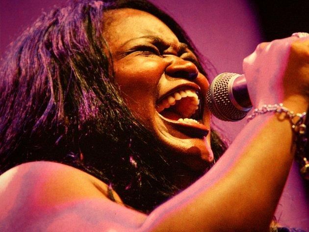 Koncert Blues Alive v kongresovém sále ve Zlíně.  Shemekia Copeland