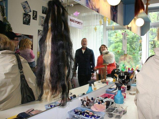 Jeviště, maskérnu nebo třeba sklad kostýmů mohli spatřit 30. května návštěvníci Městského divadla ve Zlíně. Konal se tam totiž den otevřených dveří.