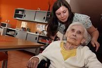 Pomáhat ji baví. Markéta Radoberská považuje pomoc druhým za určitý životní styl. Bez návštěvy domu seniorů si už ani nedokáže svůj volný čas představit.