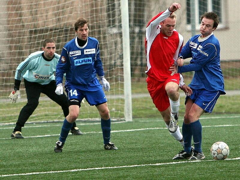 FC Viktoria Otrokovice (v červeném)