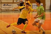 Sáloví fotbalisté SMR Plus Zlína (ve žlutém). Ilustrační foto.