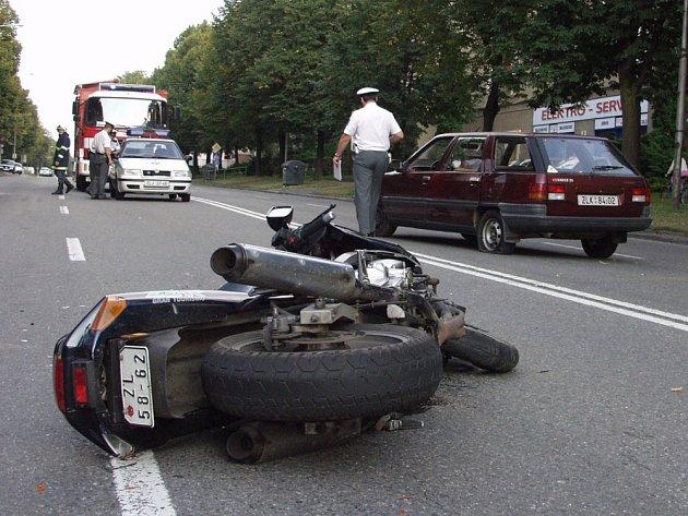 NEHODA. Rychlá jízda motorkářů může skončit i smrtí.