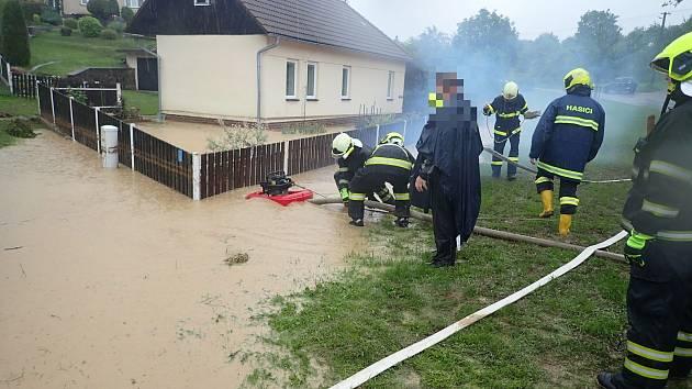 Vydatný déšť na Zlínsku. V Ostratě se vylil potok. 18. června 2020