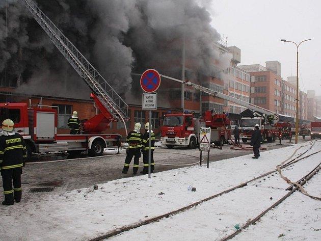 Likvidace požáru 103. budovy Svitu ve Zlíně.
