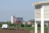 Obrovským staveništěm je zatím areál průmyslové zóny v Holešově.