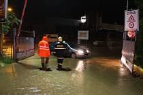 S příchodem silných dešťových srážek vyjeli hasiči ZK k odčerpávání vody z objektů.
