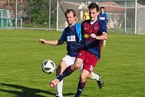 Fotbalisté Štípy (červenomodré dresy) doma podlehli Pozlovicím 3:4. Velký Ořechov zase prohrál v Sehradicích