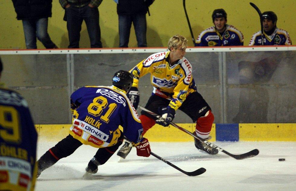 Fotbalisti FC Fastav Zlín hrají hokej v aréně PSG ve Zlíně.