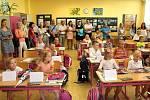První září v 1. B otrokovické Základní školy T. G. Masaryka. Třídu tvoří 18 dětí, jejich třídní učitelkou je Dana Králíková.