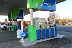 Čerpací stanice ve Zlíně-Loukách, kde se v sobotu ráno polil benzínem a pak zapálil dvaadvacetiletý mladík. Benzínem se polil u stojanu číslo 1.