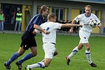 Fotbalisté Slavičína (v modrém). Ilustrační foto
