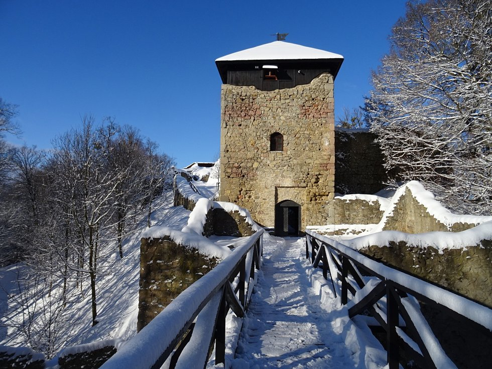 I v zimě je hrad Lukov kouzelný.
