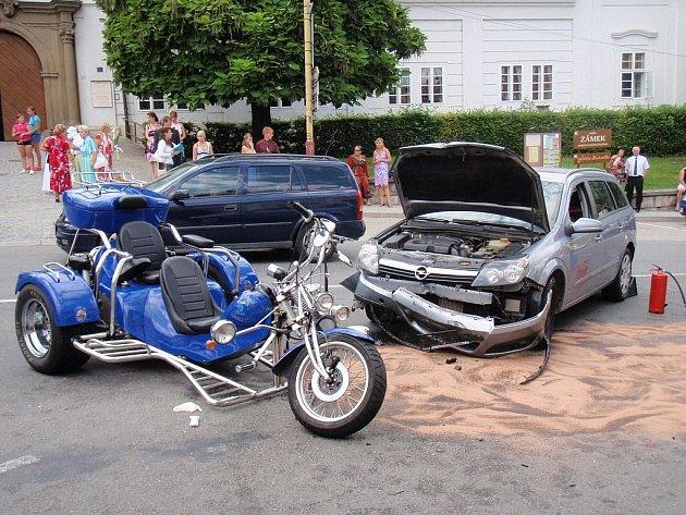 Auto se střetlo s tříkolkou