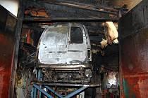 Nepozornost mechanika při svařování byla v pondělí večer příčinou požáru autodílny u rodinného domu v Liptále na Vsetínsku.