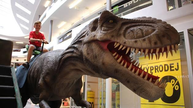 Interaktivní výstava na téma dinosauři ve zlínském Zlatém jablku.