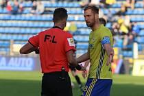 Fotbalisté Zlína (žluté dresy) ve 12. kole FORTUNA:LIHY vyzvali Hradec Králové.