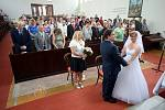 Svatba Rostislava Kubelky a Jarmily Hustákové v evangelickém kostele ve Zlíně.
