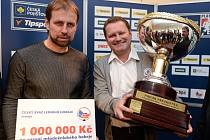 Prezident hokejového klubu a primátor města Zlína Miroslav Adámek (vpravo) a trenér zlínských hokejistů Rostislav Vlach.