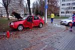 Bouračka u Sportareny u Jeleňa ve Zlíně komplikovala provoz. Řidiče vyproštovali