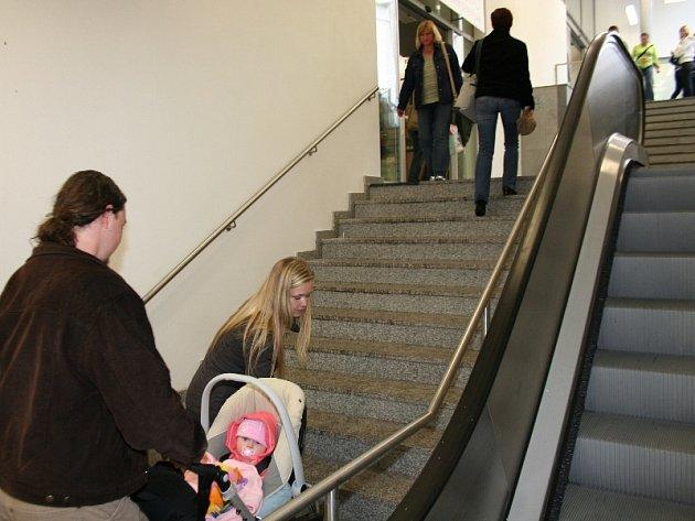 S kočárekem to může být po schodech těžké