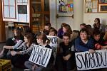 Netradiční připomenutí 17. listopadu v ZŠ Luhačovice