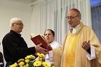 Arcibiskup Jan Graubner slouží Mši svatou v Krajské nemocnici T. Bati  ve Zlíně.