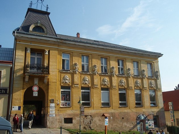 Bývalý hotel Slunce z roku 1896 potřebuje upevnit.