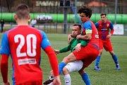 Fotbalista Jan Šohaj (v zeleném dresu) v zimě přestoupil z Otrokovic do Jablonce.