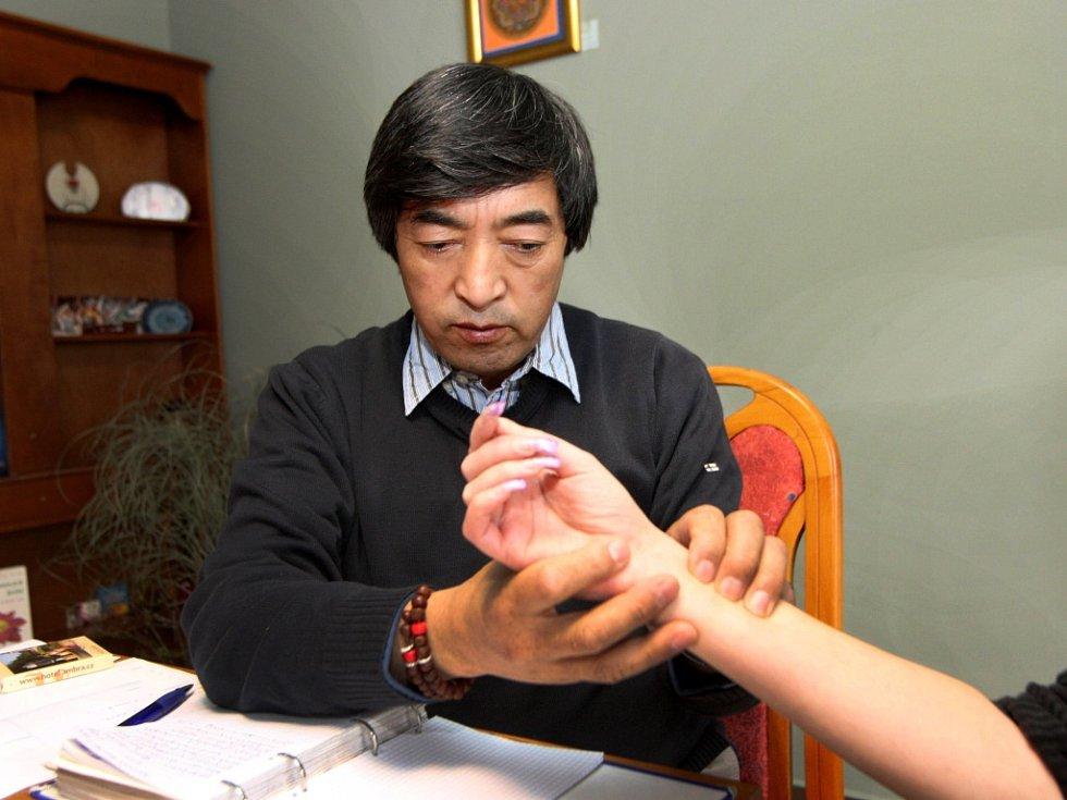Tibetský lékař Dr. Tsewang Smania na festivalu Poselství Tibetu v hotelu Radun v Luhačovicích.