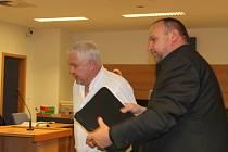 Roman Vaškůj s jedním z právních zástupů u soudu