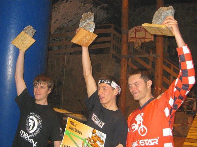 Želechovický biker Michal Červenka (vlevo)  se na stupni vítězů radoval ze skvělé stříbrné příčky závodu v Polsku.