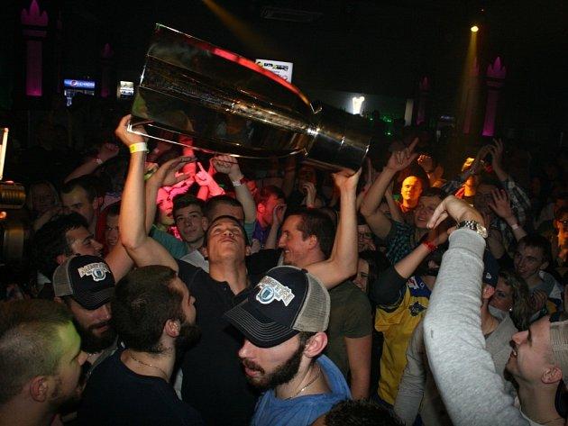 Oslavy titulu na diskotéce ve Zlíně