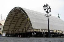 Velké pódium z kroměřížského Velkého náměstí letos zmizí. Na jeho místě by se nejpozději na jaře příštího roku měla objevit menší, snadněji složitelná konstrukce.