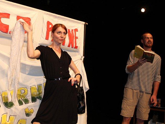 V Městském divadle Zlín se v neděli 16. září 2012 konalo scénické čtení LiStOVáNí. Následovala beseda s autorem, jímž je C. D. Payne, včetně autogramiády jeho knih.
