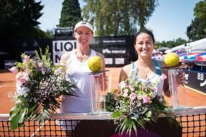 Tenistka Renata Voráčová (velvo) po vítězství v Karlsruhe.