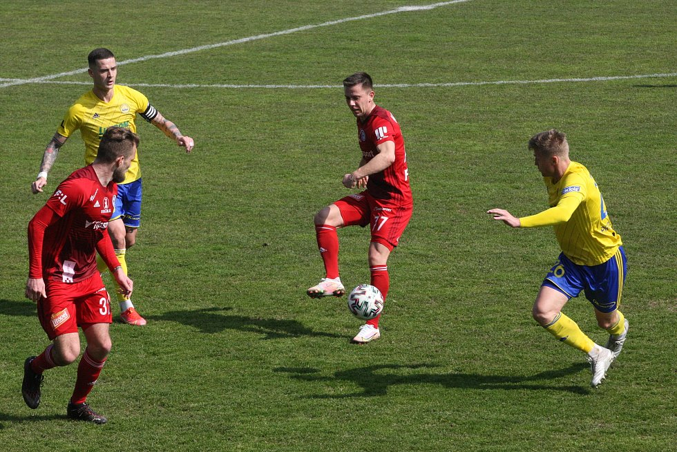 Fotbalisté Zlína (ve žlutých dresech) se v reprezentační přestávce utkali se Sigmou Olomouc.
