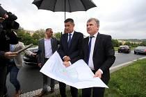 Jiří Čunek a  Andrej Babiš  při prohlídce pozemků pro novou krajskou nemocnici ve Zlíně v Malenovicích.
