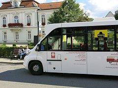 KLOBUS. Dvoutýdenní zkušební provoz městského autobusu ukázal, že město nyní nemá na zavedení MHD peníze